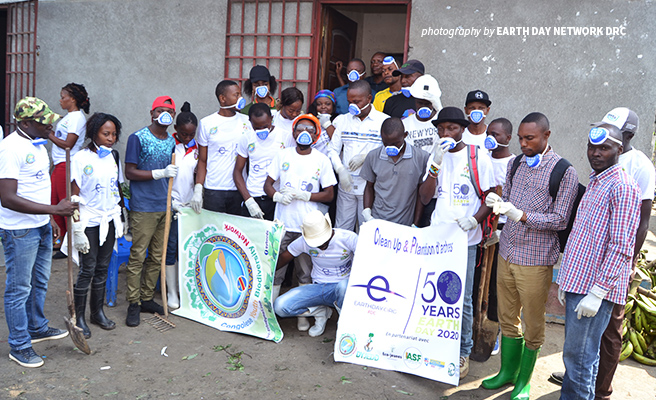 Photo of Earth Day Network DRC Coordinator Yoba Alenga Extasié with volunteers during environmental event