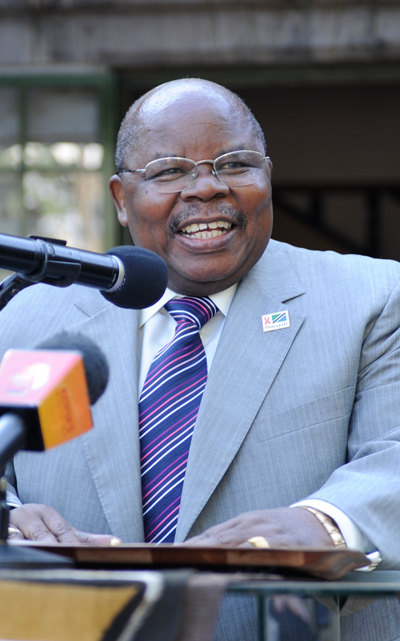 Photo of former president of Tanzania and AWF board member Benjamin Mkapa speaking at AWF headquarters