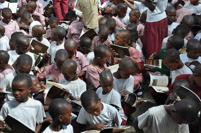 Children reading Lucky the Wildebeest book