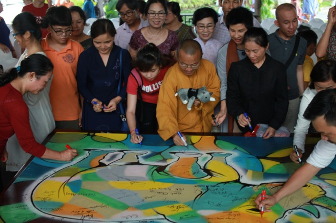 "Venerable Thich Nhat Tu leads ""The art of balance and happiness"" in Ho Chi Minh City"