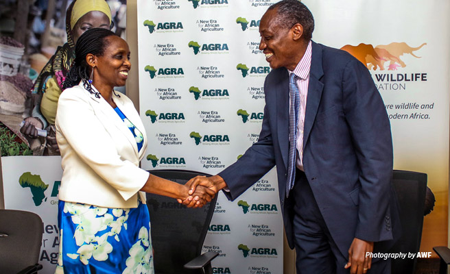 AGRA President and AWF President Kaddu Sebunya shaking hands after signing MoU