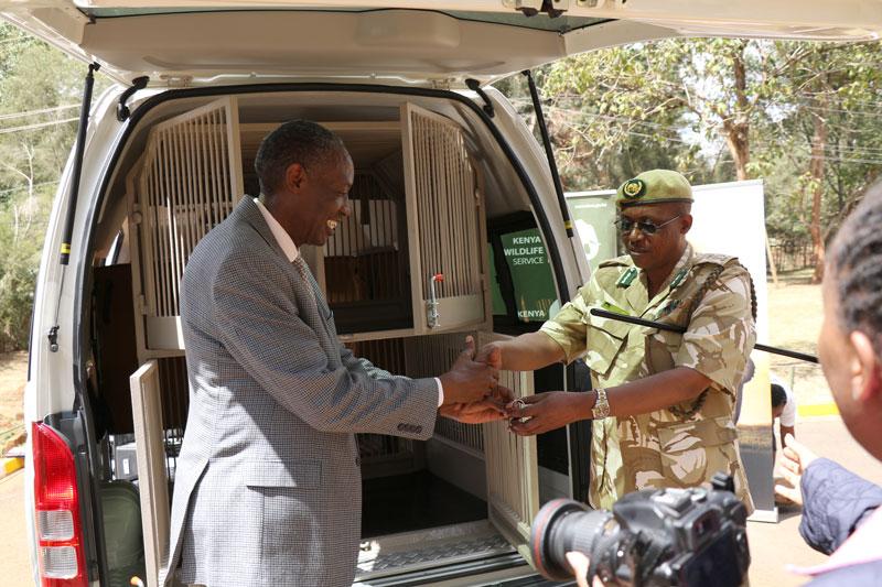 African Wildlife Foundation President Kaddu Sebunya shaking hands with Kenya Wildlife Service representative