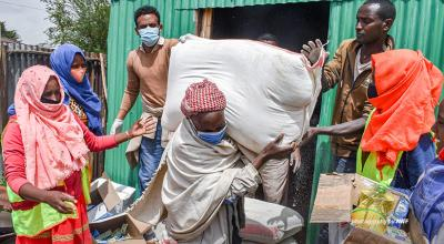Photo of community members in Ethiopia receiving emergency food donation
